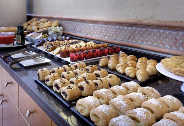 Ontbijtbuffet van hotel Eurostars Regina in Sevilla