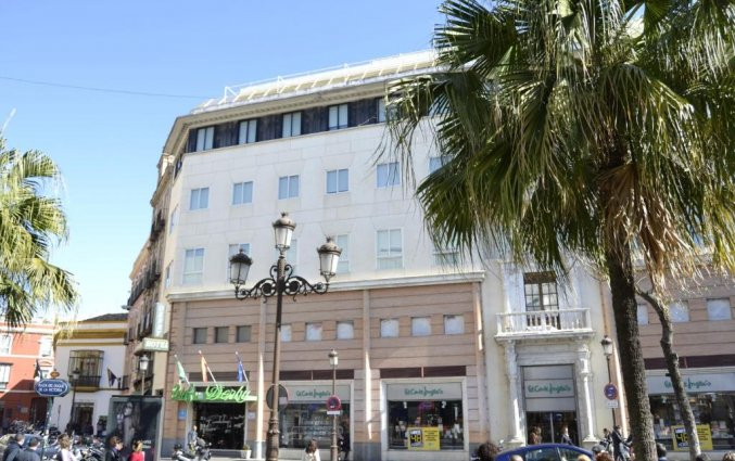 Voorkant hotel Derby in Sevilla