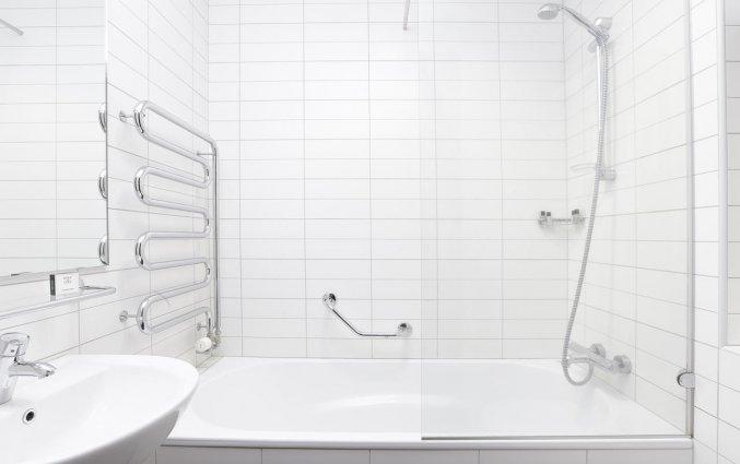 Badkamer van tweepersoonskamer van hotel cabin in IJsland