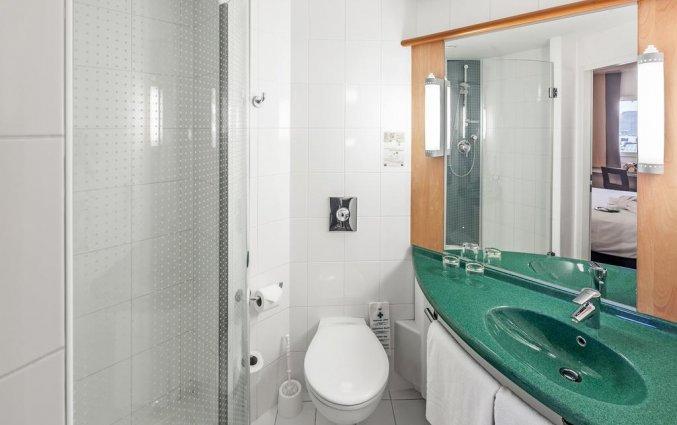 Badkamer van een tweepersoonskamer van Hotel Ibis Praha Old Town in Praag