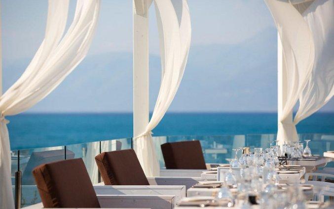 Terras van Resort Mareblue Beach op Corfu