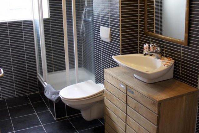 Badkamer van een tweepersoonskamer van Hotel Fron in IJsland