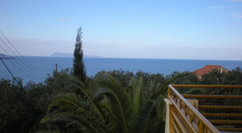 Uitzicht van Appartementen Lofos op Corfu