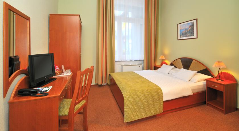 Tweepersoonskamer van hotel Baross City in Budapest
