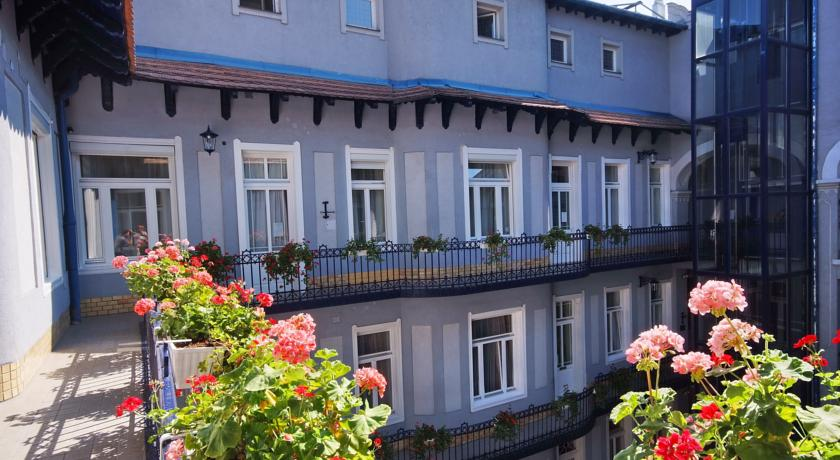Binnenplaats van hotel Baross City in Budapest