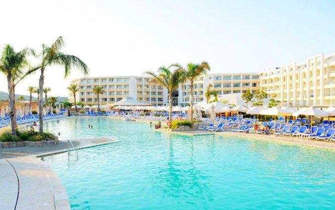 Buitenzwembad van Resort DB Seabank op Malta