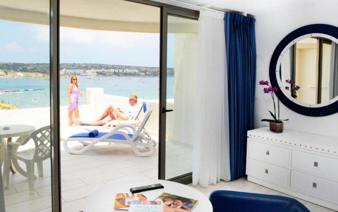 Balkon van een tweepersoonskamer van Resort DB Seabank op Malta