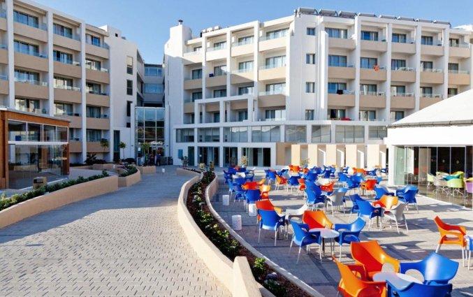 Terras van Resort DB Seabank op Malta