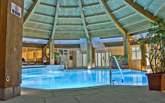 Binnenzwembad van Resort DB Seabank op Malta