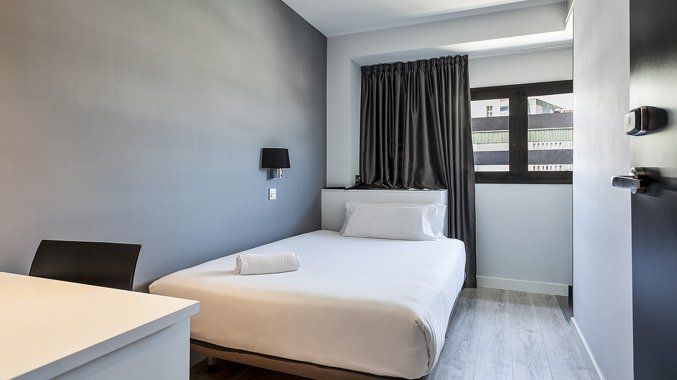 Tweepersoonskamer met double bed van hotel Andante in Barcelona