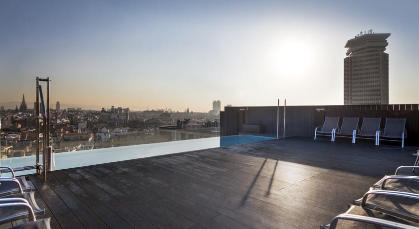 Dakterras met uitzicht van hotel Andante in Barcelona