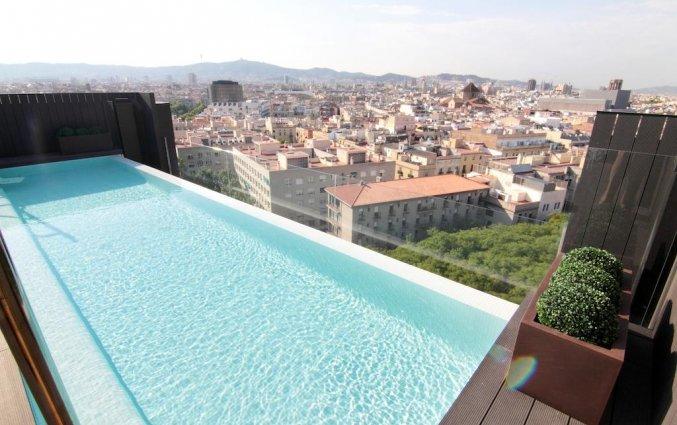 Zwembad van hotel Andante Barcelona