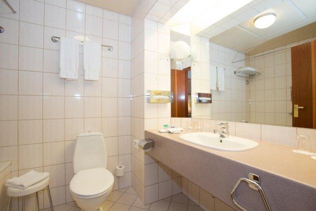 Badkamer van een tweepersoonskamer van Hotel Island op IJsland