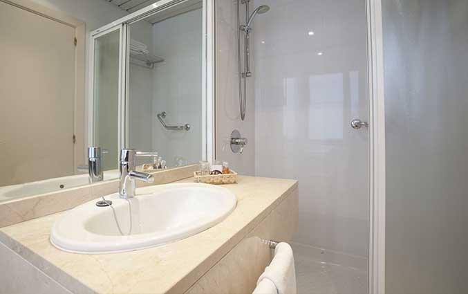 Badkamer van een tweepersoonskamer van Hotel Regente in Madrid