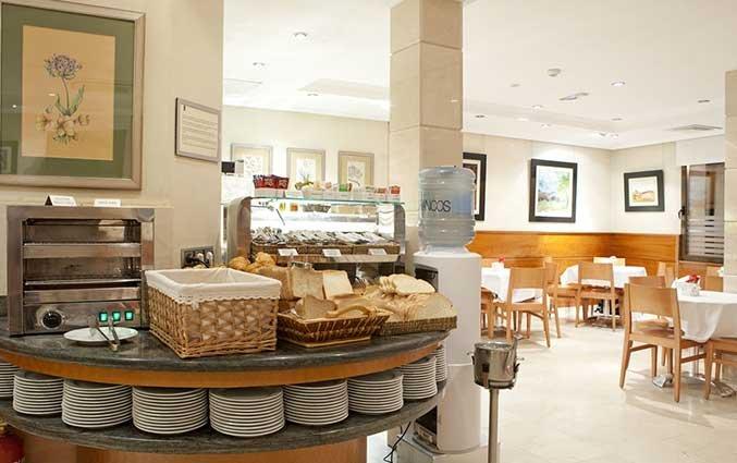 Ontbijtzaal met ontbijtbuffet van Hotel Regente in Madrid
