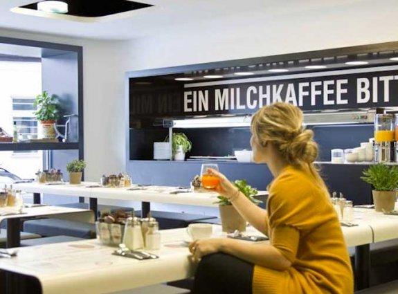 Ontbijtzaal van hotel Gat Point Charlie in Berlijn