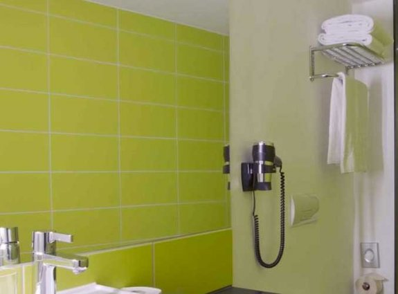 Badkamer van een tweepersoonskamer van hotel Gat Point Charlie in Berlijn