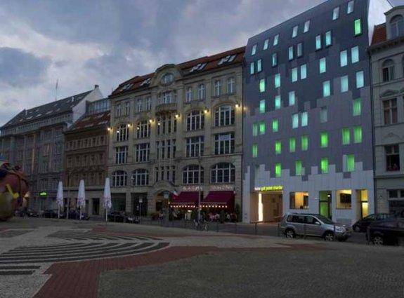 Gebouw van hotel Gat Point Charlie in Berlijn