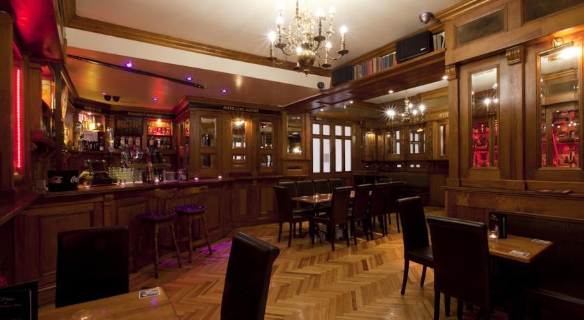 Overdekte biertuin van hotel Harcourt in Dublin