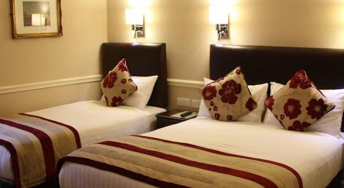 Slaapkamer van standaardkamer van hotel Harcourt in Dublin