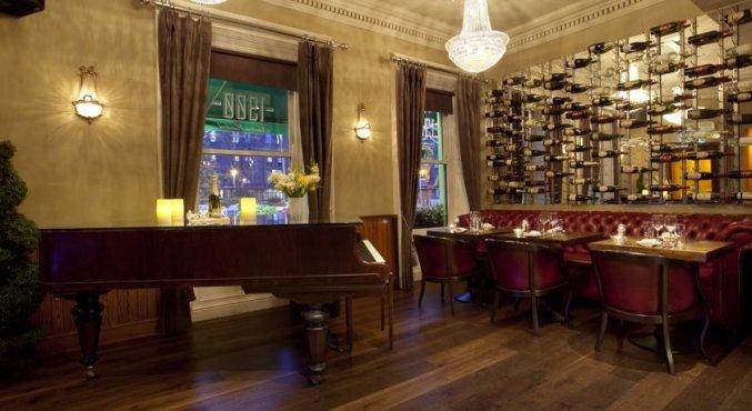 Pianobar van hotel Harcourt in Dublin