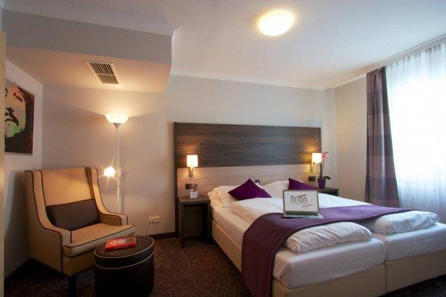 Slaapkamer voor twee personen in cityhotel Arion Vienna in Wenen