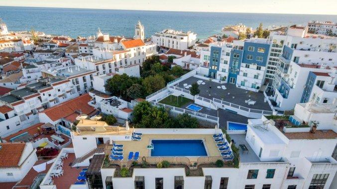 Uitzicht op van Hotel Colina do Mar in de Algarve