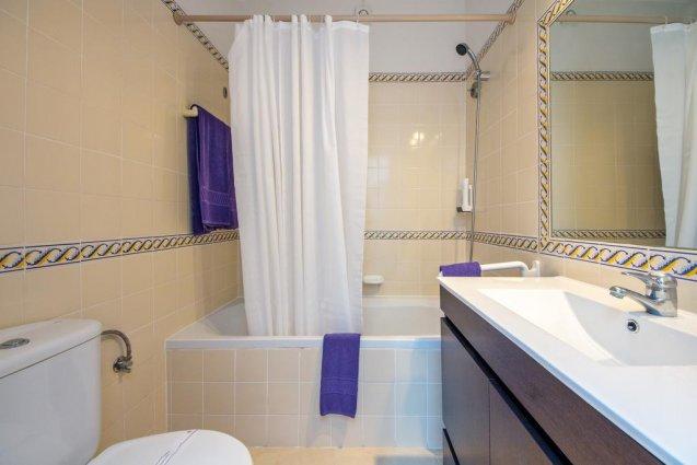 Badkamer van Hotel Balaia Mar in de Algarve