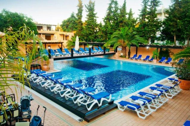Zwembad van Hotel Balaia Mar in de Algarve