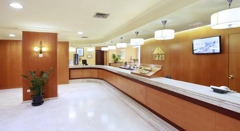 Receptie van Appartementen PYR Fuengirola Costa del Sol