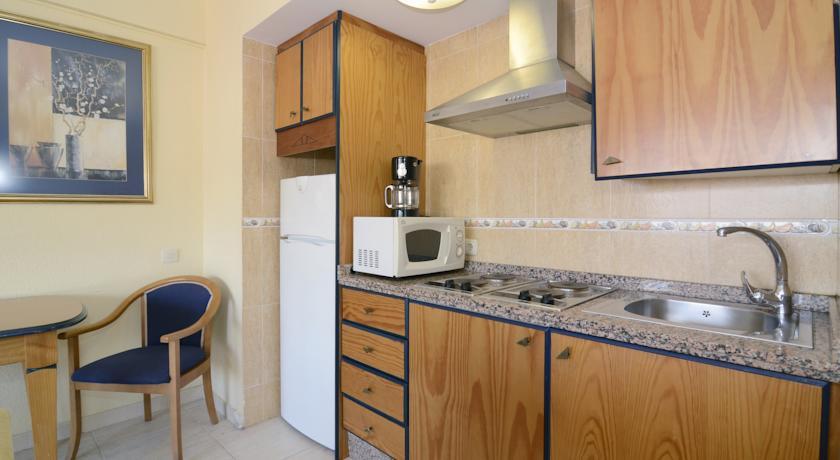Keuken van een appartement van Appartementen PYR Fuengirola Costa del Sol