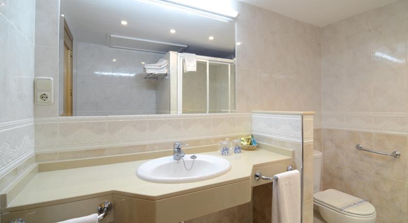 Badkamer van een appartement van Appartementen PYR Fuengirola Costa del Sol