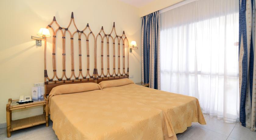 Slaapkamer van een appartement van Appartementen PYR Fuengirola Costa del Sol