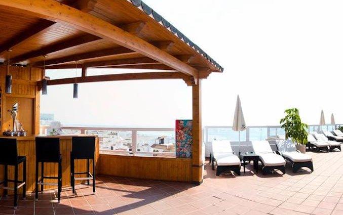 Terras van Hotel AlunaSun Lago Rojo in de Costa del Sol