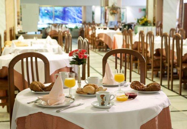 Ontbijtzaal van Hotel Top-HRoyal Sun in Santa Susanna