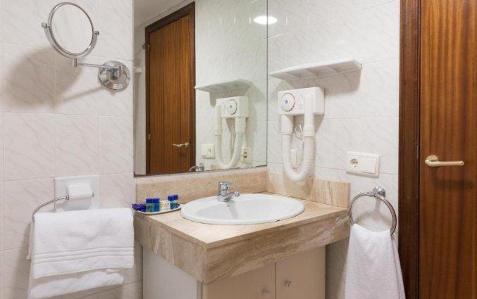 Badkamer in een kamer van Hotel Top-HRoyal Sun in Santa Susanna