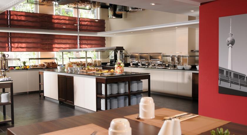 Ontbijtzaal en ontbijtbuffet van Hotel Leonardo in Berlijn