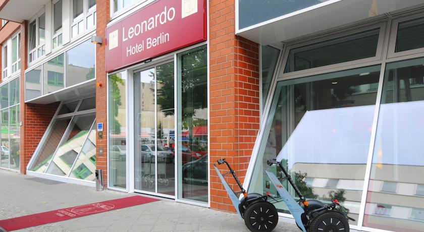 Ingang van Hotel Leonardo in Berlijn