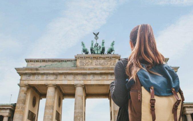 Berlijn - Vrouw Brandenburger tor