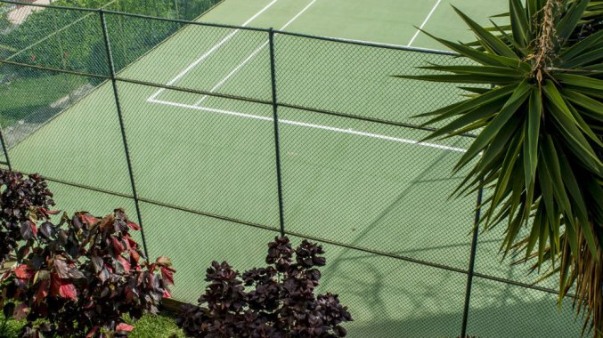 Tennisbaan van Studio's Dorisol Buganvilia op Madeira