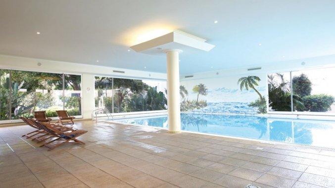 Binnenzwembad van Studio's Dorisol Buganvilia op Madeira