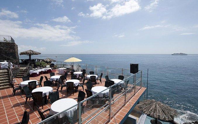 Terras van Hotel Roca Mar op Madeira