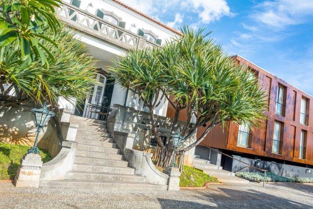 Ingang van Hotel ARTS in Conde Carvahal op Madeira
