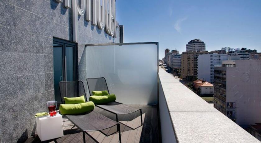 Balkon van een tweepersoonskamer van Hotel Clip Gaia Porto in Porto