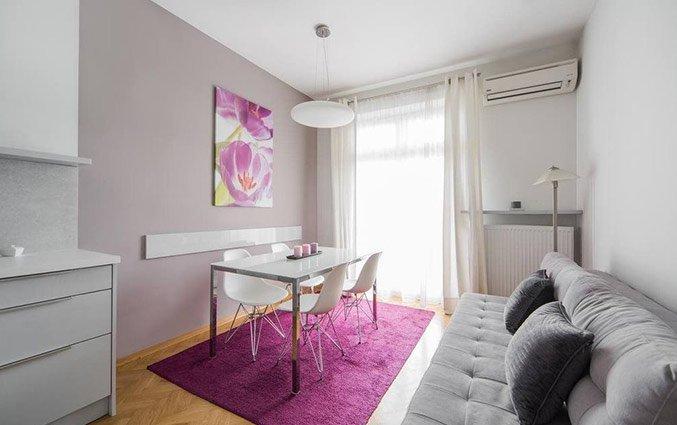 Eet- en zithoek van een appartement van Appartementen 4Seasons in Krakau