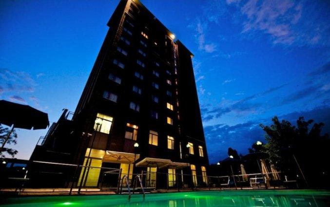 Buitenzwembad bij Hotel Novotel Torino Corso Giulio Cesare