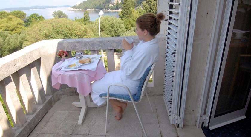 Balkon van een tweepersoonskamer van Hotel Komodor in Dubrovnik