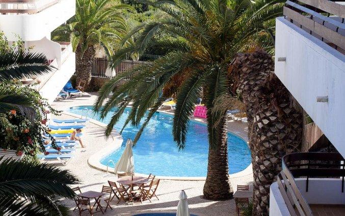 Tuin en zwembad van Appartementen Mirachoro 2
