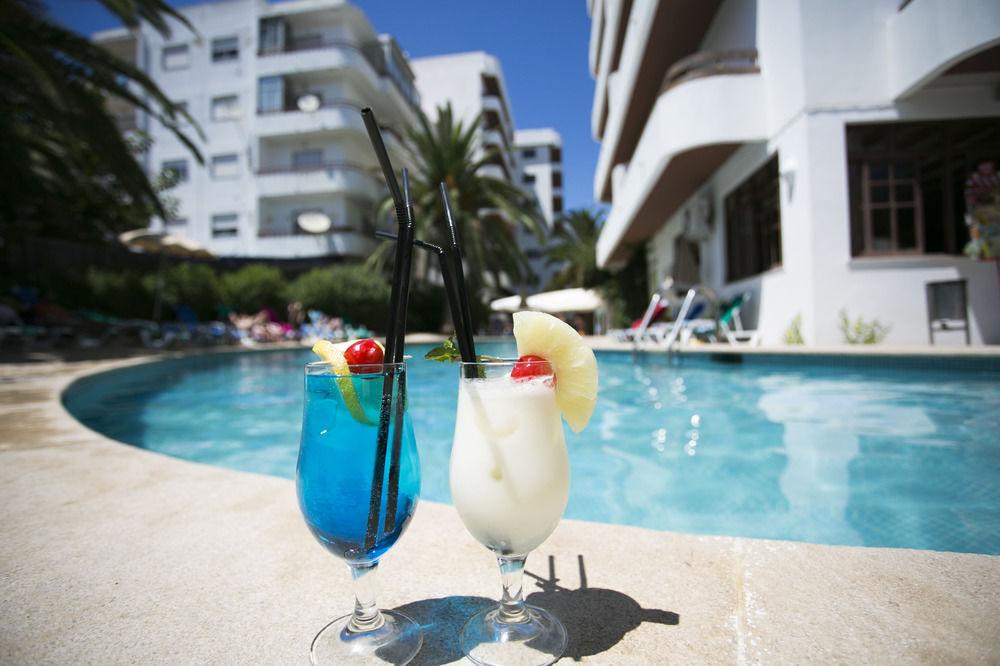 Coctails aan het zwembad van Appartementen Mirachoro 2