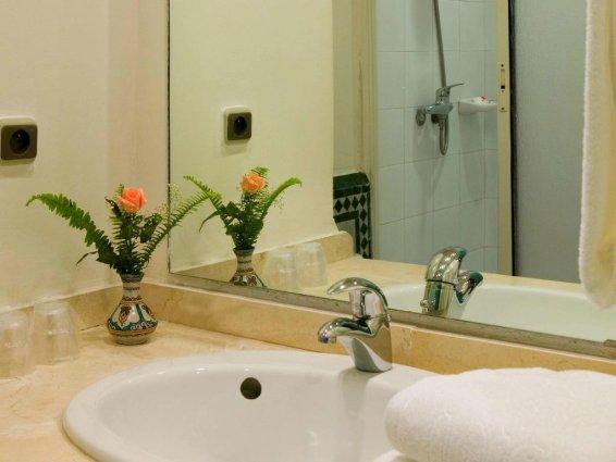 Badkamer van een tweepersoonskamer van Hotel Ibis in Fez